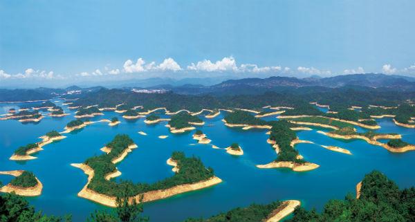距千岛湖长途汽车站仅八分钟车程;毗邻杭新景高速公路,开车到杭州萧山